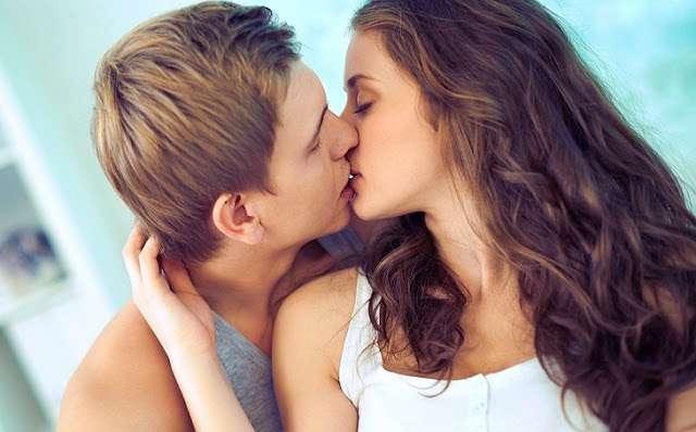 पहली बार किस