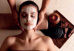 चेहरे का निखार बढाने वाले १५ असरदार घरेलु उपाय (फ्री में)