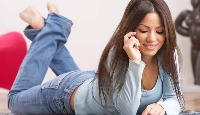 लड़की को फोन पर मिलने के लिए