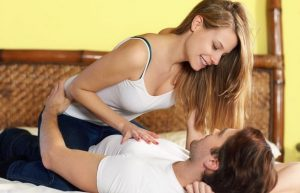 छोटे स्तन की लड़की के साथ सेक्स करने के तरीके