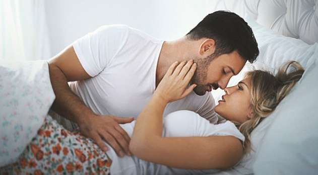 पीरियड्स के समय किस करने से बच्चा