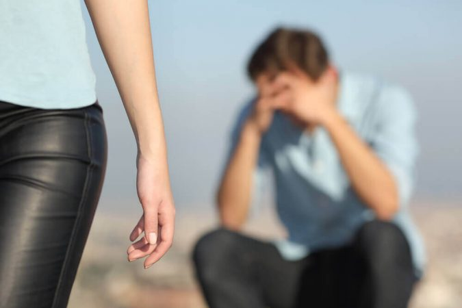 गर्लफ्रेंड ने धोखा देने के बाद अपने आपको कैसे संभाले