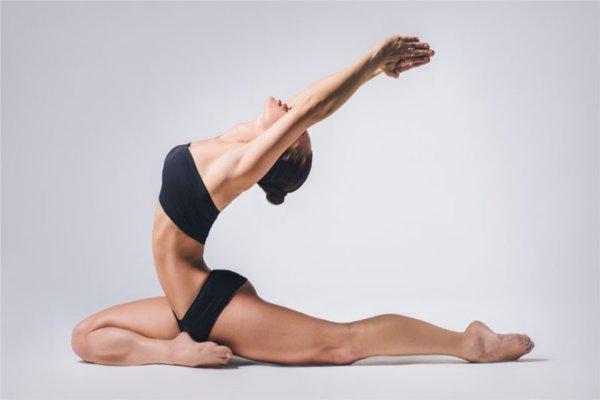 हाइट को लंबा करने के लिए योगा करें