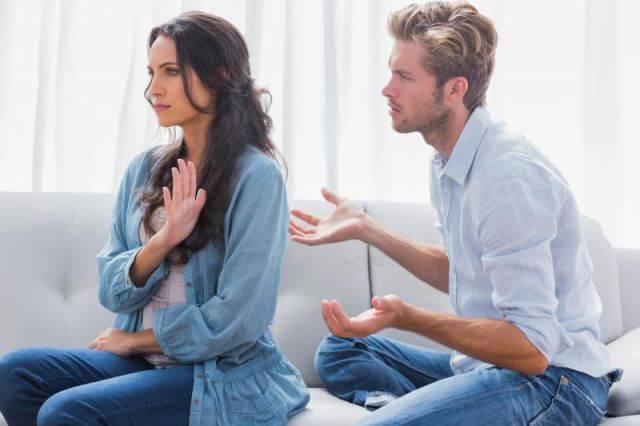 धोखेबाज गर्लफ्रेंड को कैसे पहचाने