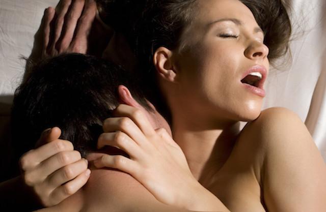 संभोग करते समय महिला को कैसे गर्म किया जाता है