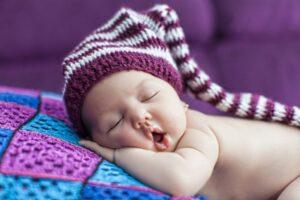छोटे बच्चे को नींद क्यों जरूरी है ?