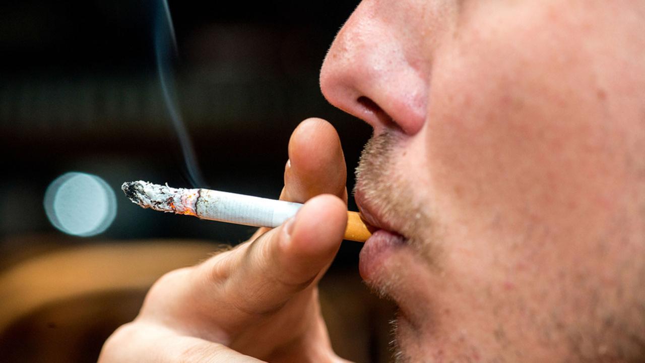 सिगरेट पीने की आदत