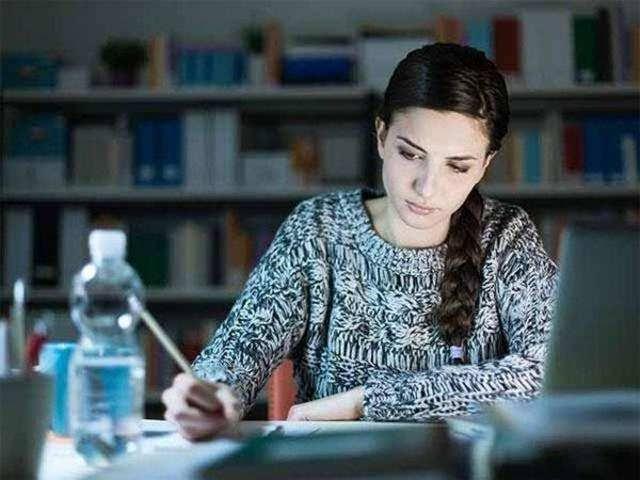 दिन में कितने घंटे पढ़ना