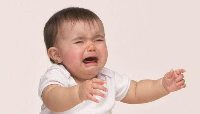 छोटे बच्चे क्यों रोते हैं
